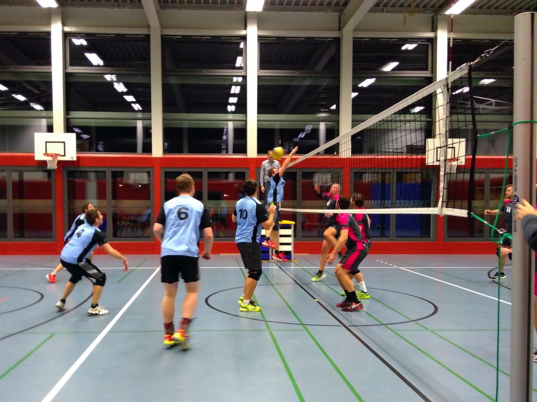 NSW2-Volleyballer rollen das Feld von hinten auf